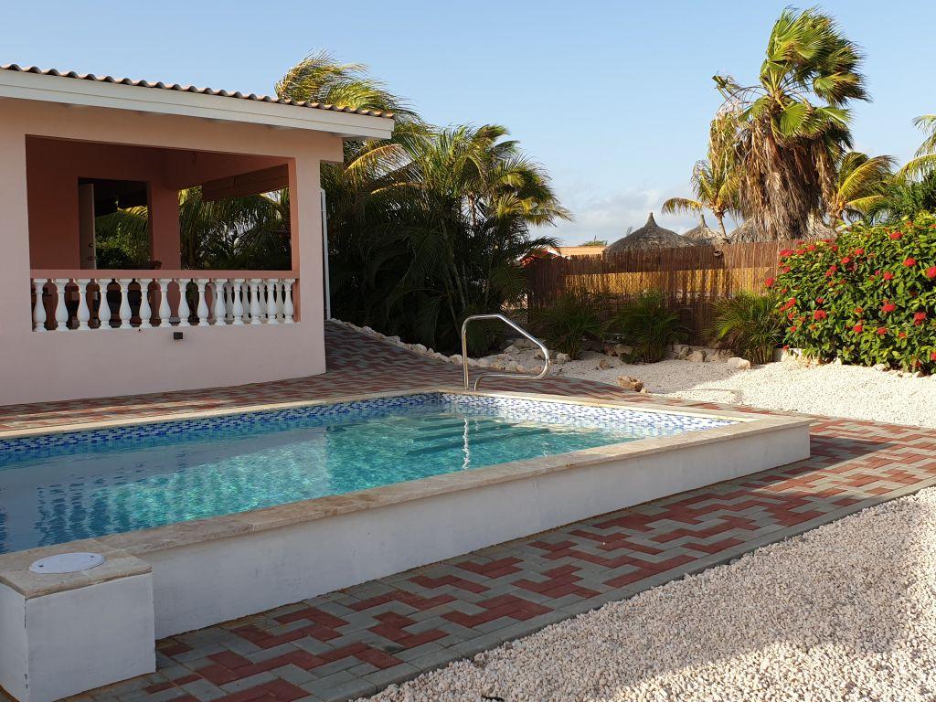 Zwembad in de ochtend / pool in the morning